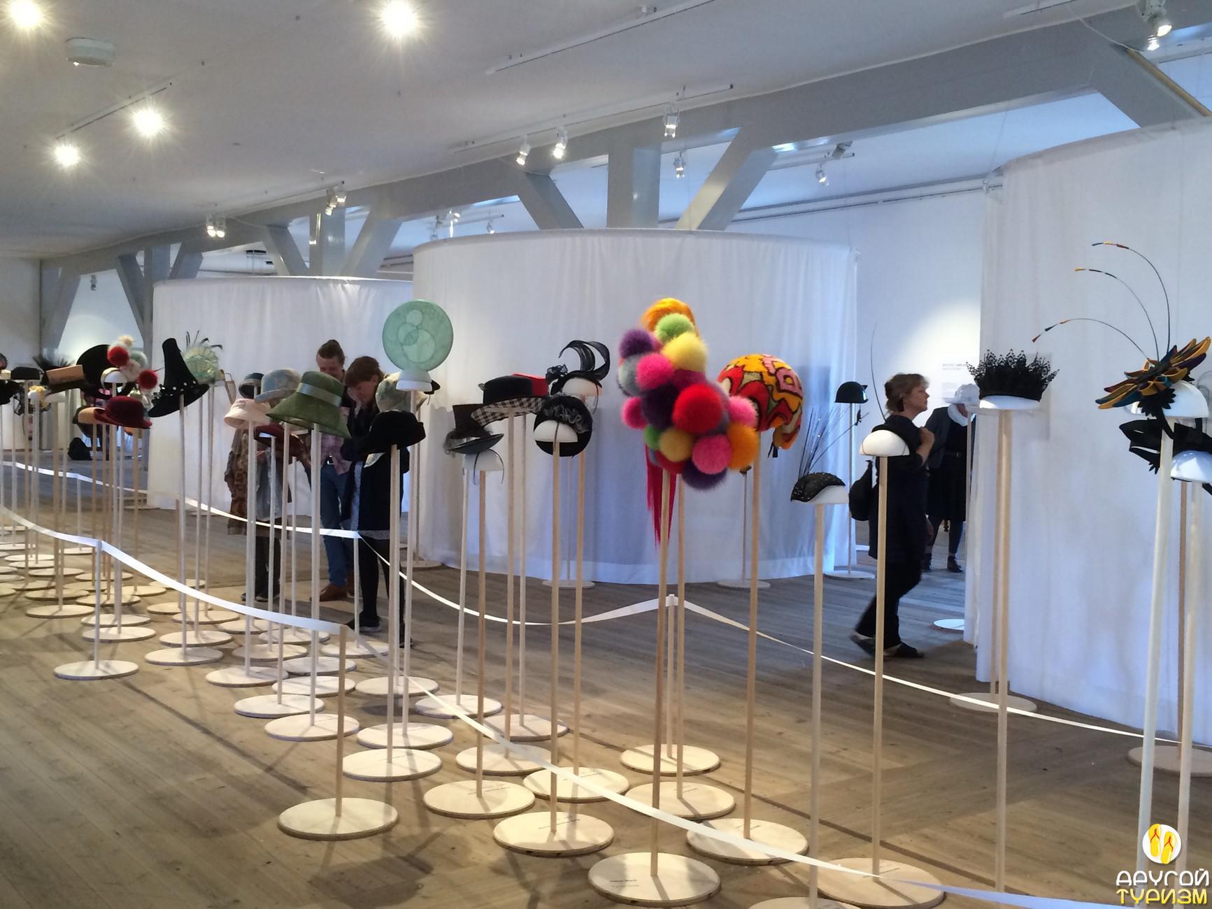 Выставка шляп и шляпок