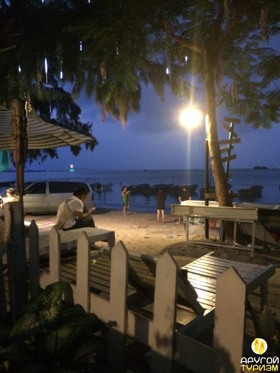 Пляжный бар в Сяодунхае